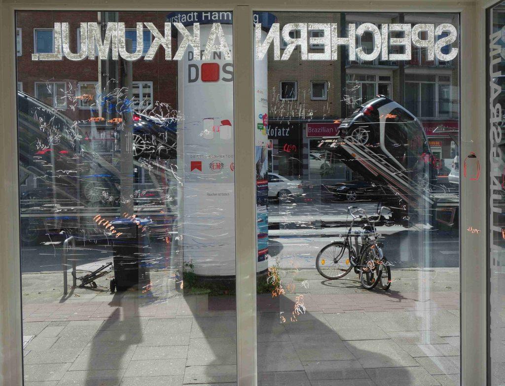 Fensterzeichnung_und_Straßenverkehr